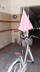 How cool is that? An umbrella attachment on bicycle handlebars.